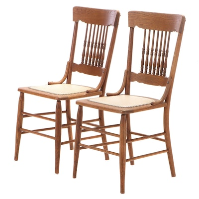 Pair of American Oak Spindle-Back Side Chairs, Early 20th Century