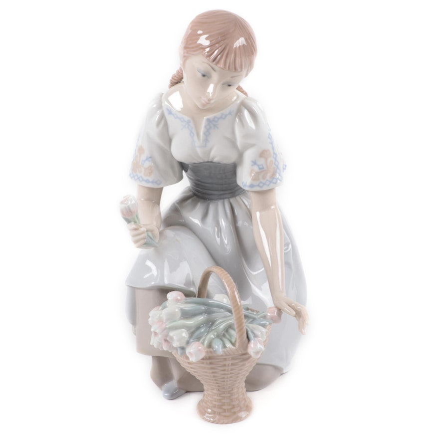 """Lladró """"Girl With Tulips"""" Porcelain Figurine"""