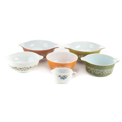 Pyrex Glass Mixing Bowls and Bakeware, Mid to Late 20th Century