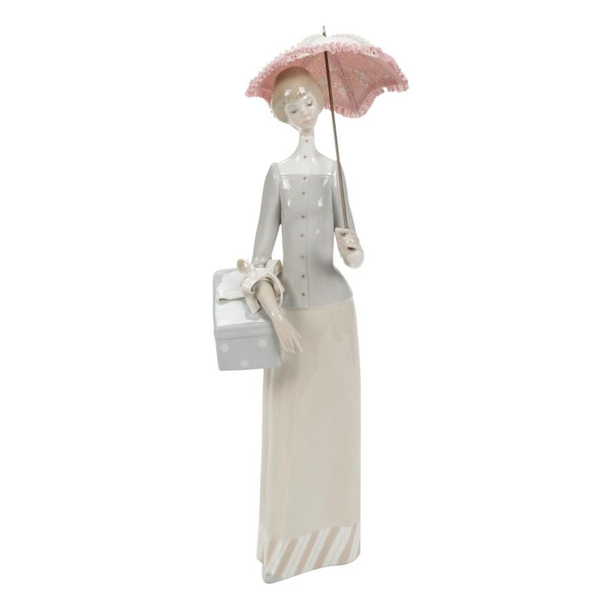 """Lladró """"Dressmaker"""" Porcelain Figurine Designed by Vicente Martínez"""