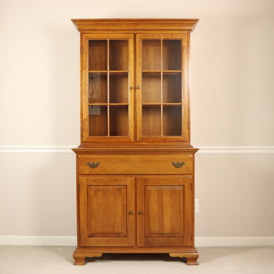 """Thomasville """"Welsh Valley Collection"""" Cherry China Cabinet"""