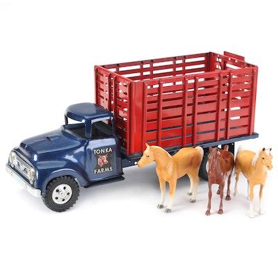 """Tonka Toys """"Tonka Farms"""" Hi-Stake Livestock Truck with Toy Horses, Mid-20th C."""