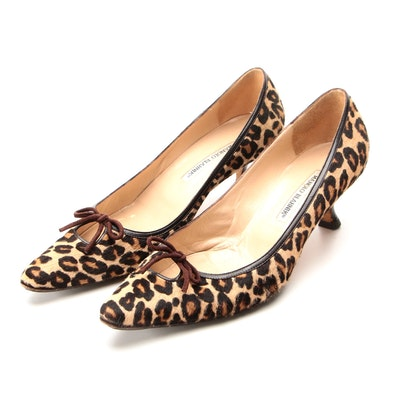 Manolo Blahnik Pumps in Leopard Print Calf Hair with Suede Bow
