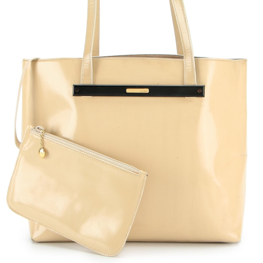 Gucci Shoulder Tote in Polished Beige Leather with Enamel Logo Plate