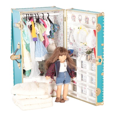 """American Girl """"Girl Of Today"""" Doll with Trunk, Clothing and Accessories"""