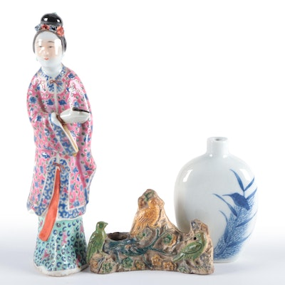 Chinese Blue and White Porcelain Snuff Bottle with Figurine and Brush Pot