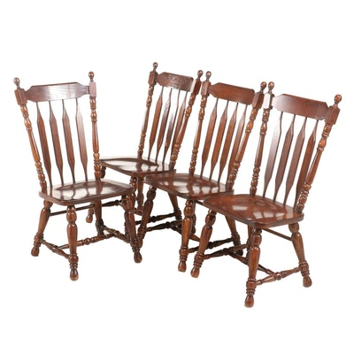 Four American Primitive Style Oak Arrow-Back Side Chairs, Late 20th Century