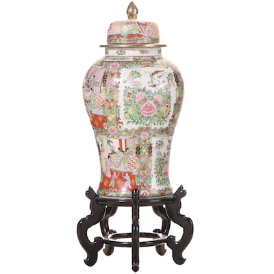 Chinese Famille Rose Porcelain Covered Ginger Jar on Stand, Late 20th Century